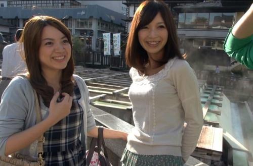 【人妻ナンパ】旦那を置いてママ友と草津温泉旅行に来ていた奥さまに混浴でフル勃起を見せつけた結果w