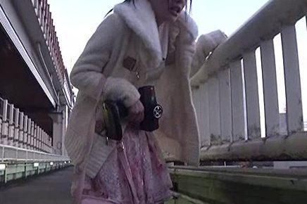 『ダメ…!またイキます…!』通常の86倍の威力!ビッグバンローターを着けてお散歩した美少女が一般人の前で大量潮吹きww
