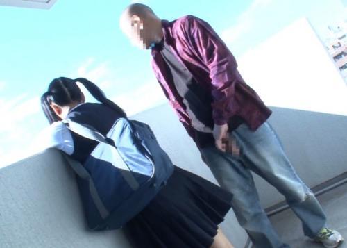 【JCレイプ】同じマンションに住む中学生を犯すために媚薬チンポを即イラマして強制発情!