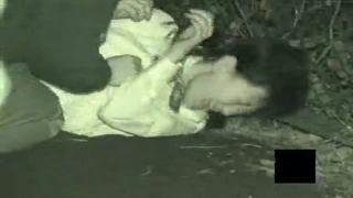 【超閲覧注意】女子校生が暗闇に連れ込まれて強姦されてる本物のレイプ現場映像