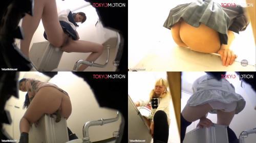 便器の上に障害物があって使いづらいトイレ!それでもウンコしたい女の子たちは器用に脱糞していくがお漏らししちゃう子も!