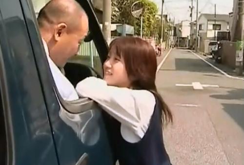 [ヘンリー塚本]義父とデキているような娘なのでカレシもかなり年上♪[花野心]