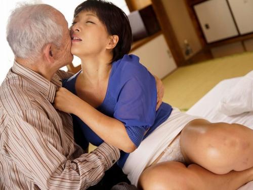 【爺さん】白髪の親父まだまだチ〇ポも元気で、猛烈に突き上げるチンコの快感に酔いしれる