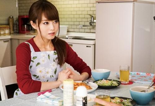 【吉沢明歩】『洗いモノしなきゃ…//』美人妻の家事を邪魔して巨乳モミモミ、手マンで弄ってフェラしてもらうw