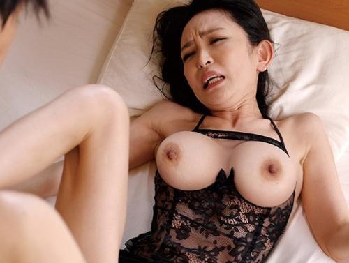 【立花涼子】毎晩オナニー三昧の長身スレンダー人妻!退屈しのぎの寝取られSEXで中出し!