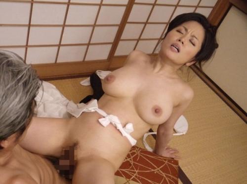 【佐藤みき】欲求不満が限界に達した未亡人!病院のベッドで男性患者を逆レイプ!!