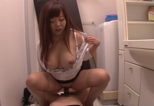 【KAORI】白シャツがはち切れんばかりの爆乳美容師さんと裏でHなことした件w