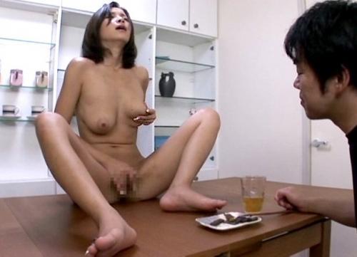 【松すみれ】旦那様大好き若妻♡全裸でお迎えし晩酌中の目前オナニー&フェラ!最後は中出しセックス!