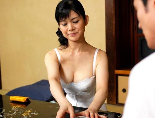 【米崎真理】五十路熟女母が息子のお金盗んでゴメンナサイSEX☆巨乳、マンコ舐め回し絶頂!ぶっかけフィニッシュ!