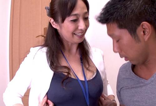 【音羽文子】『ソコが凄く気持ちいのっ!』トップ生保レディは客のチンコも手なづける☆四十路熟女のエロさ爆発!