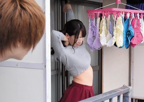 【桃瀬ゆり】「いっぱい出たね…♡」隣人の男を誘って思いっきり乱れる淫乱巨乳妻