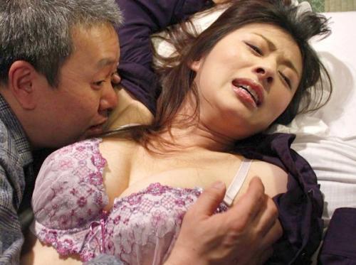 可愛いピンク下着の巨乳人妻☆義父に犯され膣奥突かれおマンコ快感!NTR若妻が肉便器に堕ちるwさくらい葉菜