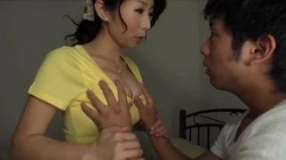 【篠田あゆみ】ママのおっぱい触っていいのよ!巨乳ママに溺れる童貞息子!
