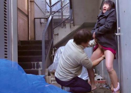 鬼畜人妻レイプ☆ママチャリ主婦を路地裏でパンスト破り襲うw感度抜群美人妻、痙攣ガクガクwムチムチ巨乳弄られ中出し☆