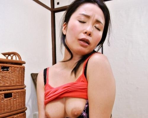 【大崎静子】突撃隣の未亡人!夫を亡くして淋しいのか毎日家に来てフェラ抜きしてくんだけどwwww