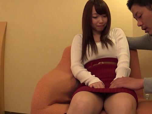【人妻ナンパ】童顔ビッチ若妻をナンパして美乳弄り!電マで激イキ、若さ満点の腰振り!バックで中出し!