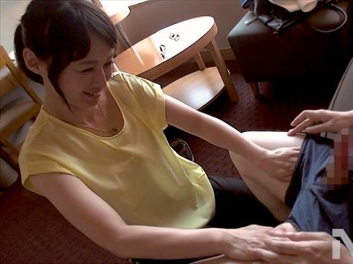 『そうそう、もっと…!』奇跡の五十路美熟女が童貞を優しくマンコに導いて筆おろしSEX!安野由美