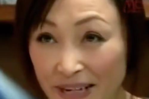 ヘンリー塚本動画 寝取られセックス。義理の息子に襲われる熟女