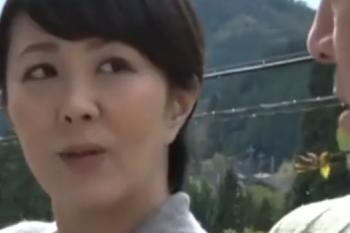 ヘンリー塚本動画 円城ひとみ ヒッチハイクする熟女、実はセックスしたかったの・・