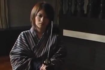 ヘンリー塚本動画 着物きた短髪M女がクンニで昇天