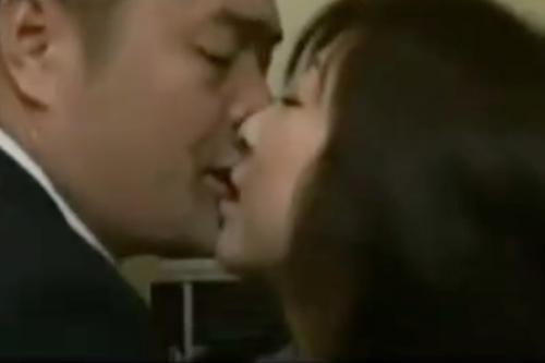 ヘンリー塚本動画 熟女妻と間男のラブホテルで濃厚ベロチューファック