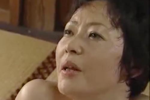 ヘンリー塚本動画 超熟女の段腹母と息子の愛情ある近親相姦