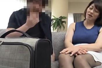 五十路熟女 豊満デブ巨乳な熟女がノースリーブで二の腕披露して三段腹を揺らしてセックス