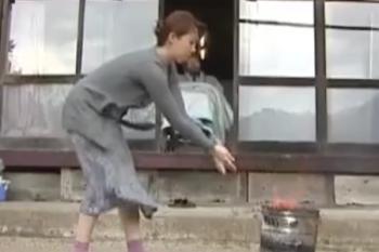 ヘンリー塚本動画 風間ゆみ 痴呆な夫を差し置いて郵便局員と不倫する熟女妻