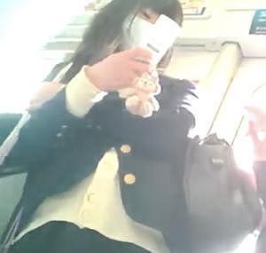 ◆JKパンチラ逆さ撮り◆可愛い女子高生の生パンを盗撮!