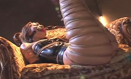 【お姉さん】ガッチガチに拘束されてボンレスハムみたいな足にw【緊縛拘束】