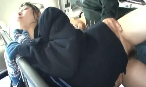 【女子高生】バスの中で痴漢に無情にもレイプされて涙目な女の子【痴漢レイプ】
