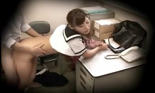 【女子高生】万引きによって捕まる女の子の大半は店員にレイプされてるって本当?【万引きレイプ】