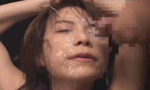 【森下くるみ】縄で縛られた女性が膣にバイブを突っ込まれながら次々と顔射されまくる!【ぶっかけ陵辱】
