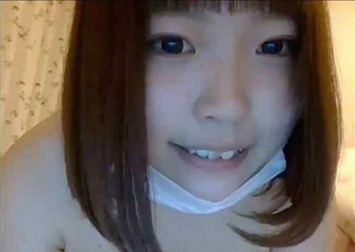 【ライブチャット】「乳首小っちゃいのw」むっちりスケベ娘がエロ配信!