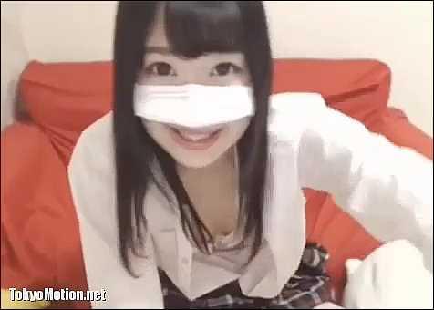 【ライブチャット】「チュチュチュ!尻に敷かれたい?」制服パイパン美少女がエロ配信!
