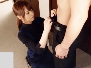 吉沢明歩 跪いてエロい音を立てながらフェラ抜きしてくれる従順なS級家政婦