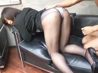 笠木忍 美脚スーツの美人上司が就職面接に来た男性と誘惑SEX!