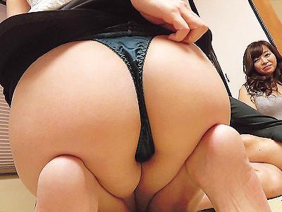 【ヤリコン】まだまだヤリ足りなかった模様の若い奥さんたちがノリノリで浮気な合コンに参加w超カオスでエロい状況に…!