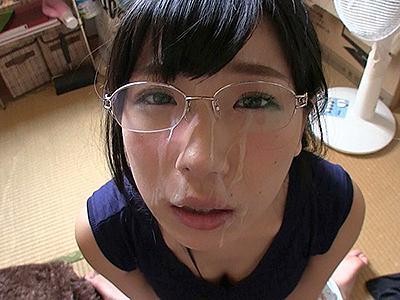 【欲求不満こじらせ女】超絶敏感娘がチンコしゃぶりまくり臭いザーメンを顔にぶっかけられて恍惚の表情!