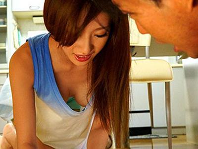 【ノーブラ人妻】イイ身体なのに夫には相手にしてもらえない美人妻は欲求不満から男を誘惑し始め… ほしの景子
