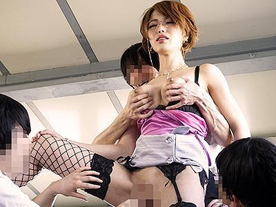 【ショタ堕ち美魔女】容姿端麗なPTA会長が不倫してることをネタに脅されガキちんぽに犯される!