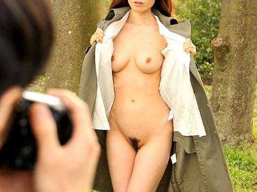 【人妻露出調教】下着泥棒に野外で全裸にされ人気のない場所に連れ込まれる美人な奥さん!まんこをぐちょぐちょになるほど凌辱!