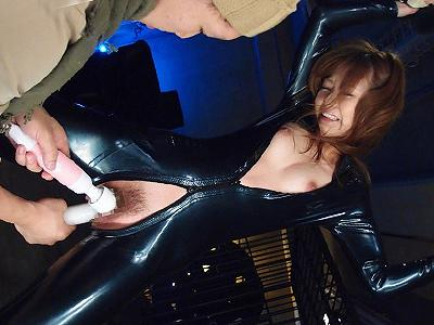【女捜査官】敵のアジトに潜入するも囚われ屈辱的すぎる性的拷問に遭う美人エージェント!