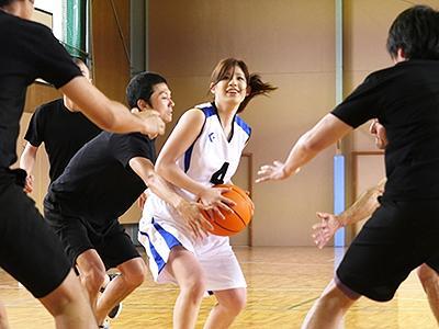 【美人アスリート】バスケットボールに打ちこんで来た女子がコートの上で服を脱いだ!Gカップおっぱいを揺らして感じまくるw