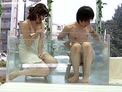 【素人ナンパ】連れ込まれた大学生男女が一緒に入浴!非日常的なシチュエーションと互いの裸に興奮しちゃって…