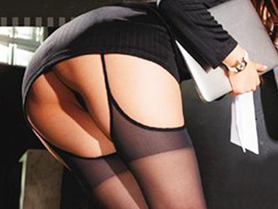 【淫乱秘書】M男をセクシーなパンスト姿で悩殺し、2人の男を思い通りに動かせ快感を得るビッチな美人秘書!