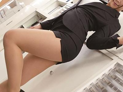 【先輩OL】キレイなケツに張り付くタイトスカートにそそられた男はドスケベ女の思うままに痴女られ、オフィスファック!