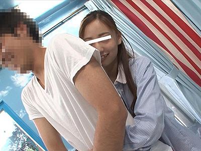 〖素人ナンパ〗好きなあの子と密室で脱衣ゲーム!裸になった彼女を見たらもうヤルっきゃないw 真野ゆりあ