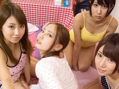 【ハーレム】妹とその友達がお泊り♡妙にエロい彼女たちはもちろん、自分の妹ともセックスしてしまう神展開に!
