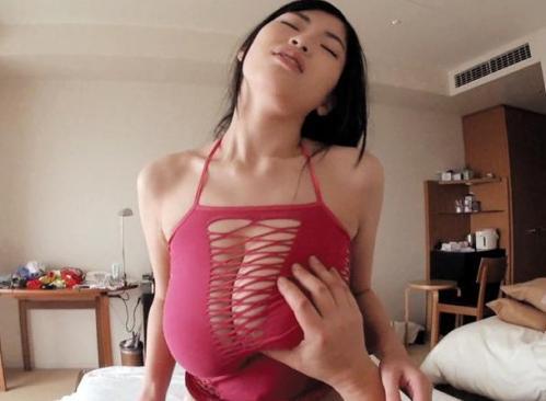 【MOMO】黒髪ロングのスーパー超乳ボディ美女の爆乳おっぱいがエロ過ぎる!